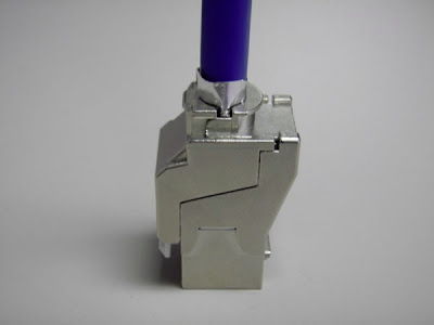 Jaw closed completely around Cat6a shielded jack